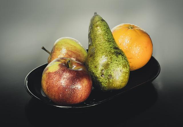 jablka, hruška, pomeranč