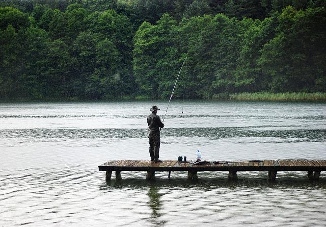 rybář v dešti.jpg