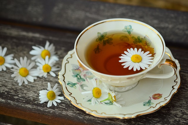 květ v čaji