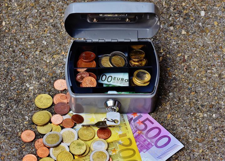 pokladnička s eury